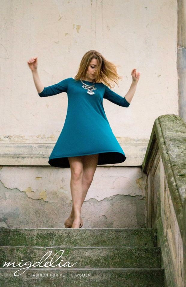 Migdelia: rochie verde, dansatoare, statement necklace 16